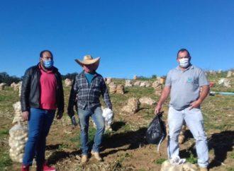 Trabalhadores rurais de Divinolândia recebem máscaras e cartilha contra Covid-19
