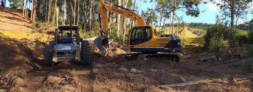 Prefeitura de Divinolândia realiza manutenção das estradas rurais