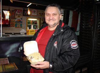 Batata recheada está entre os pratos tradicionais do Walter Lanches